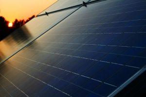 Használjuk este a napelem energiáját