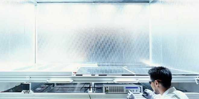 """A Q CELLS jelölték meg az első gyártóként, amely megszerezte a TÜV Rheinland új """"Minőségellenőrzésen átesett napelem"""" panel tanúsítványát"""
